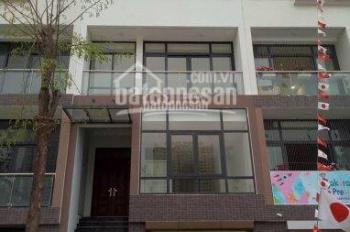 Cho thuê nhà Hoàng Quốc Việt DT: 80m2x 5 tầng 11 phòng làm việc. Giá 26tr/tháng
