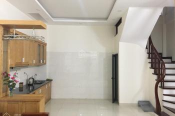 Cần tiền bán gấp nhà Phố Xuân La, DT 35m2, xây 5 tầng, giá 2.85 tỷ, sổ đỏ chính chủ