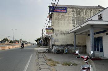 Chính chủ cần bán gấp nhà 2MT mặt tiền đường QL51, trung tâm thị trấn LT