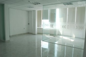 Văn phòng cho thuê tại trung tâm Tân Bình 55m2. Phòng đẹp, có chia sẵn phòng vách kính