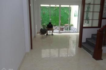 Cho thuê nhà riêng thông sàn thang máy ngõ ô tô phố Nguyên Hồng, Ba Đình, 60m2x5t, mt 10m, 37tr/th