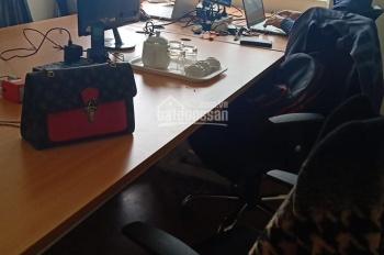 Cho thuê căn hộ 90m2 làm văn phòng có sẵn bàn ghế, giá rẻ
