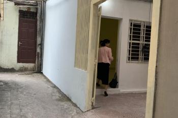 Chính chủ bán gấp nhà vị trí cực đẹp, bao sổ, giá rẻ tại ngõ 564 Nguyễn Văn Cừ, Long Biên.