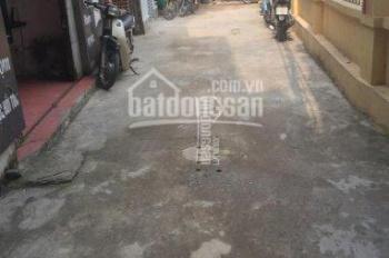 Nhượng gấp 50m2 đất phố Văn Trì, MT 7m, ngõ 2m, ô tô cách 50m, SĐCC, giá 37tr/m2. LH: 0912 7777 66
