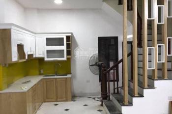 Cho thuê nhà riêng Hoàng Quốc Việt 35m2, 5 tầng nhà mới, giá 10.5tr/tháng