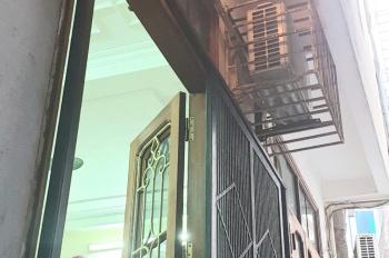 Cho thuê nhà riêng ngõ 37, phố Hồng Mai, vào ở ngay, diện tích 34m2 x 3,5 tầng, vị trí thuận lợi