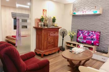 Bán căn hộ phố Núi Trúc, 70m2, 2PN tặng nội thất cao cấp ngõ 5m 2.2 tỷ. LH 0978866450