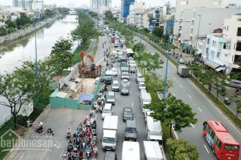 Bán đất MT đường Võ Văn Kiệt, P6, Q8. DT: 61x61m, CN 3721m2, GPXD, 2 tòa nhà 18 tầng, giá 390 tỷ