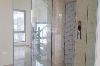 Cho thuê nhà riêng thông sàn thang máy, ngõ ô tô Nguyên Hồng, ĐĐ, DT 60m2x 5T, MT 10m. Giá 36tr/th