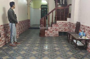 Cho thuê nhà 3,5 tầng, có 3PN, gần Bến Xe Giáp Bát