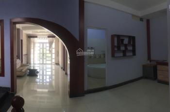 Văn phòng công ty gần đường Lạc Long Quân 8x30m, 1T 3L ST. LH: 0901345627 Quy