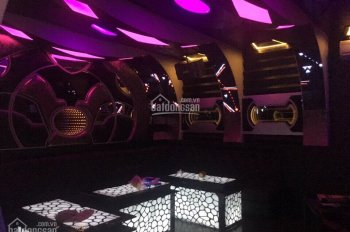 Cần bán quán karaoke 1 trệt 5 lầu có 9 phòng hát. Ngay Hiệp Bình Chánh giá 15.5 tỷ