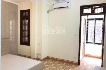 Chính chủ cho thuê căn hộ dịch vụ tại quận Hoàn Kiếm, diện tích 30m2 giá 6tr/th. Miễn phí xem nhà
