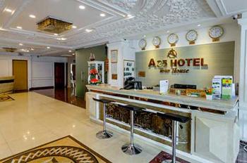 Cho thuê Hotel 50 phòng Quận 1 cách chợ Bến Thành 2 phút xe máy 50 phòng. Giá: 462 triệu