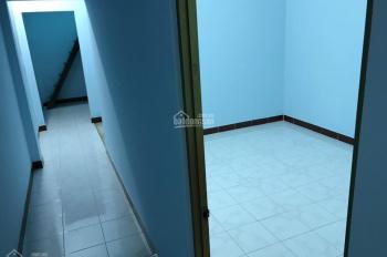 Tôi cần bán nhà tại địa chỉ 304/65 Trường Chinh, ngay chợ Hoàng Hoa Thám, DT 4x13m, 2 tấm