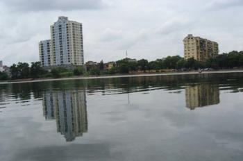 Cho thuê văn phòng đẹp trên đường Giảng Võ, view hồ, 40m, giá 7.5tr/th, LH: 0914.838.353