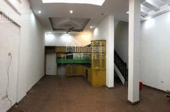 Cho thuê nhà 60m2 x 5 tầng, giá 17tr ô tô đỗ cửa ngõ 126 Hoàng Quốc Việt, LH: 0888486262