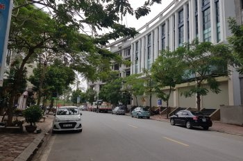 Chính chủ bán nhà mặt phố Hoàng Như Tiếp, 120m2 (8m ×15m), giá 22,5 tỷ. LH: 0913571717