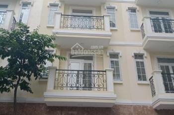 Cho thuê nhà Hoàng Quốc Việt, 100m2 * 4 tầng, ngõ rộng thông. Giá 18 triệu/th