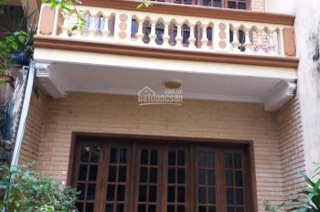 Cho thuê nhà ngõ ô tô đỗ cửa phố Giáp Bát - Kim Đồng, 60m2 x 2,5 tầng, sân 40m2, giá 9 triệu/th