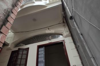 Bán nhà 3 tầng đường Nguyễn Hữu Tuệ, gần ngõ Cấm, giá chỉ 1 tỷ 430. Liên hệ em Quang 0934.935.888