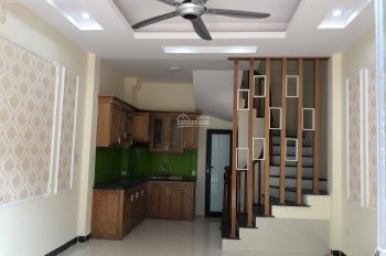 Nhà ô tô đậu cửa, 20m ra mặt phố Thanh Đàm, 32m2, 4 tầng, 3PN