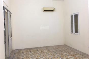 Cho thuê nhà 3 tầng 3 ngủ khép kín Phố Đặng Tiến Đông