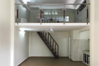 Cần cho thuê phòng mới đẹp giá rẻ trong trung tâm Quận 3, có sân, không chung chủ