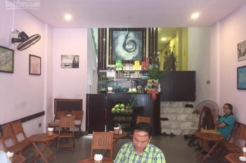 Cho thuê cửa hàng mặt phố Phùng Hưng, đầu Hàng Bông: DT 40m2 + gác lửng 10m2, MT 5m, vỉa hè rộng