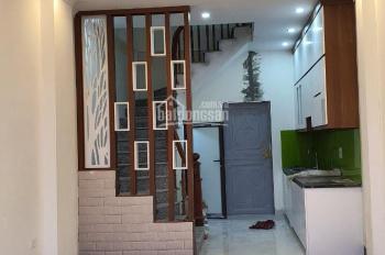 Bán nhà 3 tầng 1 tum đẹp Thượng Thanh, LB 33m2 MT 3.43m ô tô đỗ gần nhà có thêm mặt thoáng, 1.95 tỷ