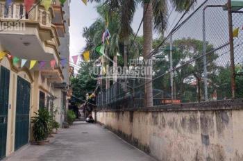 Bán 52.6m2 đất tổ 6 phường Giang Biên, ngõ 2,5m trải nhựa. Giá 35tr/m2