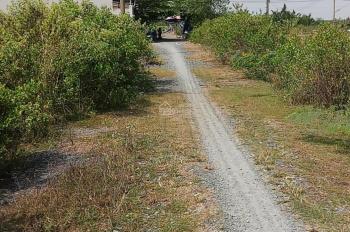 Cần bán lô đất 2 mặt tiền đường   106m2 full thổ cư  đường xe hơi tới đất xã phú đông LH:0988880987