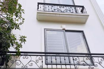 Gia đình bán gấp nhà riêng xây mới mặt đường ô tô căn góc ngay cạnh chợ Bia Bà 38 m2 giá 3.9 tỉ
