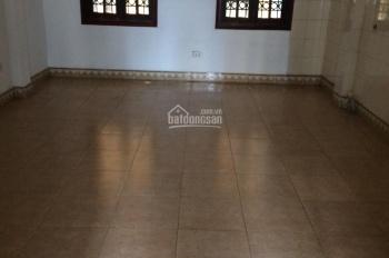 Cho thuê nhà ngõ 31 Nguyễn Chí Thanh đối diện Hồ Ngọc Khánh, DT 50m2 x 5 tầng, ngõ ô tô tải đỗ cửa