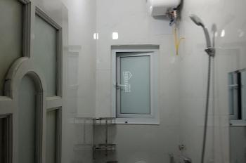 Cho thuê tầng 3, 30m2, phòng ngủ, bếp, vệ sinh riêng, đều có cửa sổ sáng, thoáng. Nhà mặt đường 15m