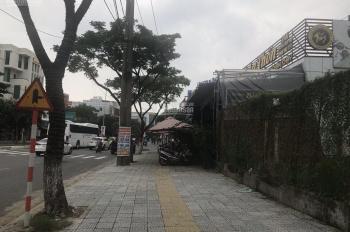 Bán đất có nhà cấp 4 đường Lê Hữu Khánh, DT: 200m2, giá 12 tỷ. Liên hệ 0935.121.054