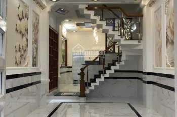Gia đình định cư, cần bán gấp nhà chính chủ đường Quang Trung, diện tích 100m2 giá 1,6 tỷ SHR