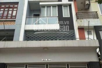 Cho thuê nhà ngõ Trung Kính lớn DT 55m2, 3,5 tầng, MT 5m, mỗi tâng chia 2P. Giá 17tr/th