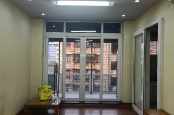Cho thuê nhà chung cư cũ tầng 4, không thang máy, mặt đường Võ Chí Công, gần hàng phở Vũ gia truyền