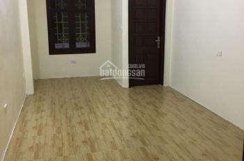 Cho thuê nhà ngõ Trường Chinh - Đông Tác, ô tô đỗ cửa, 35m2x2,5 tầng, sân 20m2, giá 9 triệu