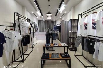 Cho thuê cửa hàng quần áo ở Hồ Tùng Mậu gần đại học Thương Mại, Giao Thông Vận Tải. Giá 15 tr/th