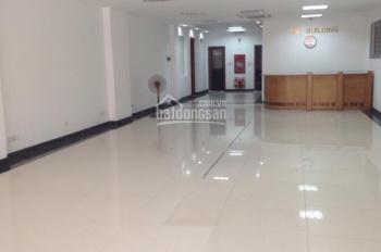 Cho thuê nhà mặt phố Triệu Việt Vương, DT 110m2 x 3 tầng, mặt tiền 6.8m, thông sàn, thang máy