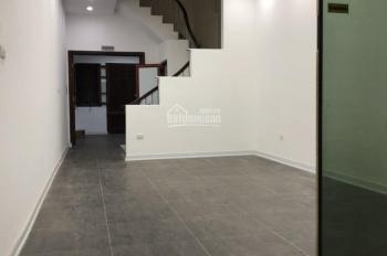 Cho thuê nhà ở phố Liễu Giai DT: 70m2 x 4T, MT: 4,5m full nội thất, giá thuê: 25tr/th, 0903215466
