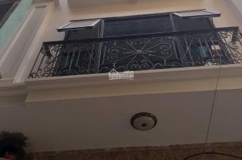 Cho thuê nhà mặt phố Phan Kế Bính 40mx5t + tum, mt 5m, 35tr/th, gần ngã tư Linh Lang. LH 0763315678