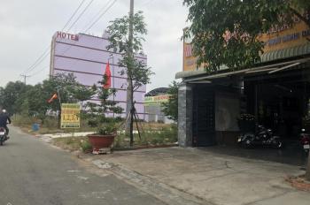 Cô Hà về quê sang lại 235m2 đất ngay bên chợ trong khu dân cư đông đúc tiện mở quán cà phê buôn bán