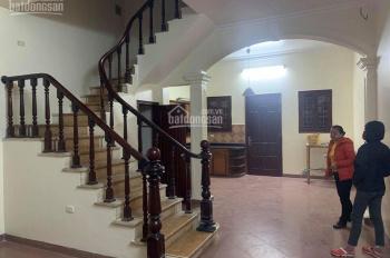 Cho thuê nhà riêng Nguyễn Văn Cừ, 60m2 4PN giá 8.5tr/th. LH 0967341626
