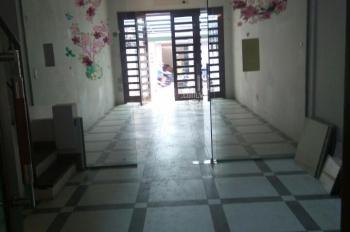 Cho thuê căn nhà đầu ngõ 41 Thái Hà, diện tích 110m2 x 5 tầng, có sân để xe như ảnh, giá 28 tr/th