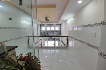 Bán nhà mặt tiền Đông Hồ, quận 8. Đối diện chợ Phạm Thế Hiển nhà 7 tấm có thang máy