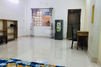 Phòng máy lạnh, có nội thất, sạch sẽ, giờ tự do gần đại học Tài Chính Marketing, Cư Xá Ngân Hàng Q7