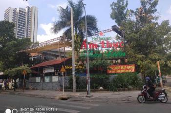 Bán biệt thự Quốc Hương đường 12m, Thảo Điền, Quận 2. DT 15x20m, 2 lầu áp mái, giá 35 tỷ